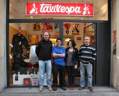 TaxiVespa, ya se a puesto manos a la obra en la preparación de las dos Vespitas para la Panafrica 2011