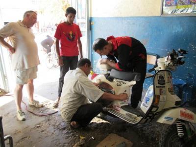 Gracias a la ayuda de este taller en Arfoud, las motos rodaron sin problemas